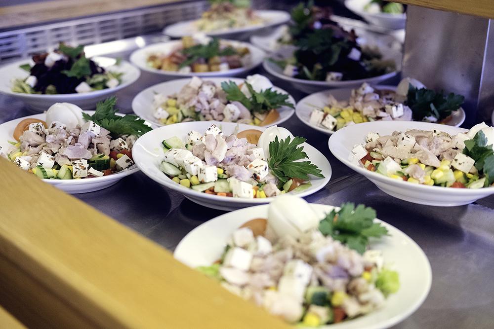 Bilde av Kompetansesenterets lunsjbuffet med nydelig salat